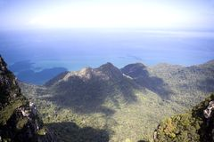 Montanhas e mares do console de Langkawi imagens de stock royalty free
