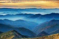 Montanhas e montes azuis Foto de Stock