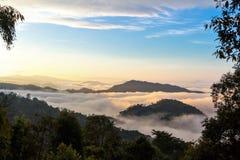 Montanhas e névoa Fotografia de Stock