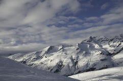 Montanhas e neve fotografia de stock royalty free