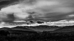 Montanhas e nuvens fotografia de stock