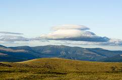 Montanhas e nuvens Imagens de Stock