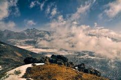 Montanhas e nuvens em Arunachal Pradesh, Índia foto de stock royalty free