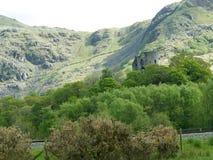 Montanhas e o castelo Foto de Stock Royalty Free