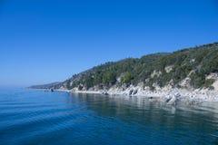 Montanhas e o mar Foto de Stock Royalty Free