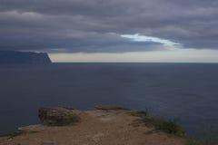 Montanhas e paisagem do mar imagem de stock