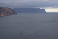 Montanhas e paisagem do mar Imagens de Stock