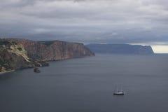 Montanhas e paisagem do mar Fotos de Stock Royalty Free