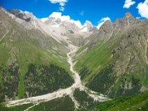 Montanhas e paisagem do rio Imagens de Stock