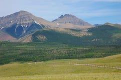Montanhas e prados Fotografia de Stock Royalty Free