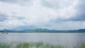 Montanhas e reservatórios imagens de stock