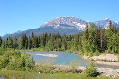 Montanhas e rio Foto de Stock Royalty Free
