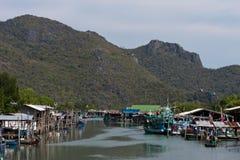 Montanhas e rio de Tailândia foto de stock