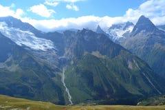 Montanhas em Dombai imagem de stock