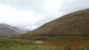 Montanhas em Escócia - paisagem da montanha vídeos de arquivo