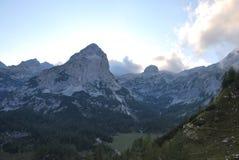 Montanhas em Eslovênia, no parque nacional de Triglav Foto de Stock Royalty Free