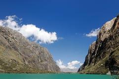 Montanhas em Peru imagens de stock