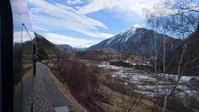 Montanhas em torno do bergun, switserland tomado do Rhatische Bahn Imagem de Stock