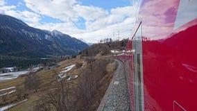 Montanhas em torno do bergun, switserland tomado do Rhatische Bahn Imagens de Stock