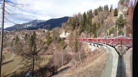 Montanhas em torno do bergun, switserland tomado do Rhatische Bahn Imagens de Stock Royalty Free