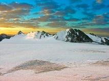 Montanhas em um por do sol Imagem de Stock
