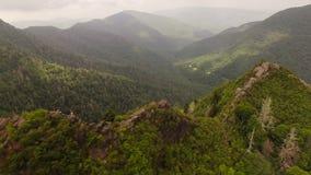 Montanhas fumarentos aéreas filme