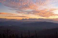 Montanhas fumarentos do por do sol Fotos de Stock Royalty Free