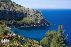 Montanhas Mallorca de Tramuntana da opinião do mar Imagem de Stock