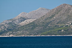 Montanhas na costa adriático, Croatia Imagens de Stock