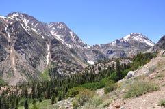 Montanhas na estrada de Tioga, parque nacional de Yosemite Fotografia de Stock Royalty Free