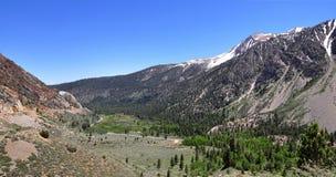 Montanhas na estrada de Tioga, parque nacional de Yosemite Fotografia de Stock