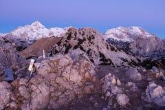 Montanhas na luz cor-de-rosa do alvorecer Imagens de Stock Royalty Free