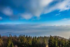 Montanhas na névoa Foto de Stock Royalty Free