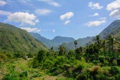 Montanhas na vila de Amed na ilha de Bali, Indonésia Foto de Stock