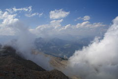 Montanhas nas nuvens Imagens de Stock