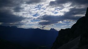 Montanhas nebulosas fotografia de stock royalty free