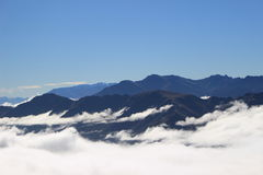Montanhas nebulosas Fotografia de Stock