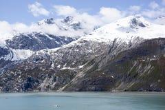 Montanhas nebulosas da baía de geleira Fotos de Stock