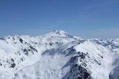Montanhas nevadas Fotos de Stock Royalty Free