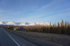 Montanhas nevado de Alaska imagens de stock royalty free