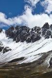 Montanhas nevado Huascaran, em uma altura de 5000 m acima do nível do mar, Peru imagens de stock
