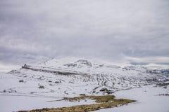 Montanhas nevado no inverno em Trueba fotografia de stock royalty free