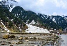 Montanhas nevado no vale de Naran, Paquistão Imagem de Stock