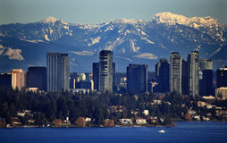 Montanhas nevado Washington da cascata do lago Bellevue Fotografia de Stock Royalty Free