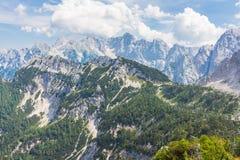 Montanhas nevados altas no Eslovênia fotografia de stock