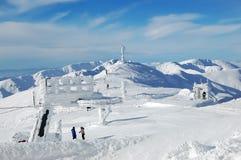 Montanhas, neve e céu azul Foto de Stock