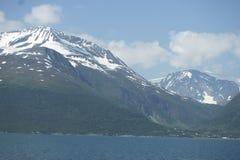 montanhas Neve-tampadas em Noruega Fotografia de Stock Royalty Free