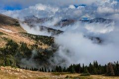 Montanhas nevoentas Imagem de Stock