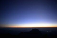Montanhas no crepúsculo Fotos de Stock