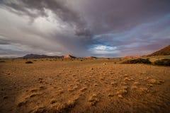 Montanhas no deserto em Namíbia no por do sol fotografia de stock royalty free